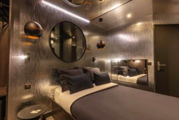 L'argentée lovehotel à Paris