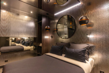 chambre parure argentée Lovehotelaparis