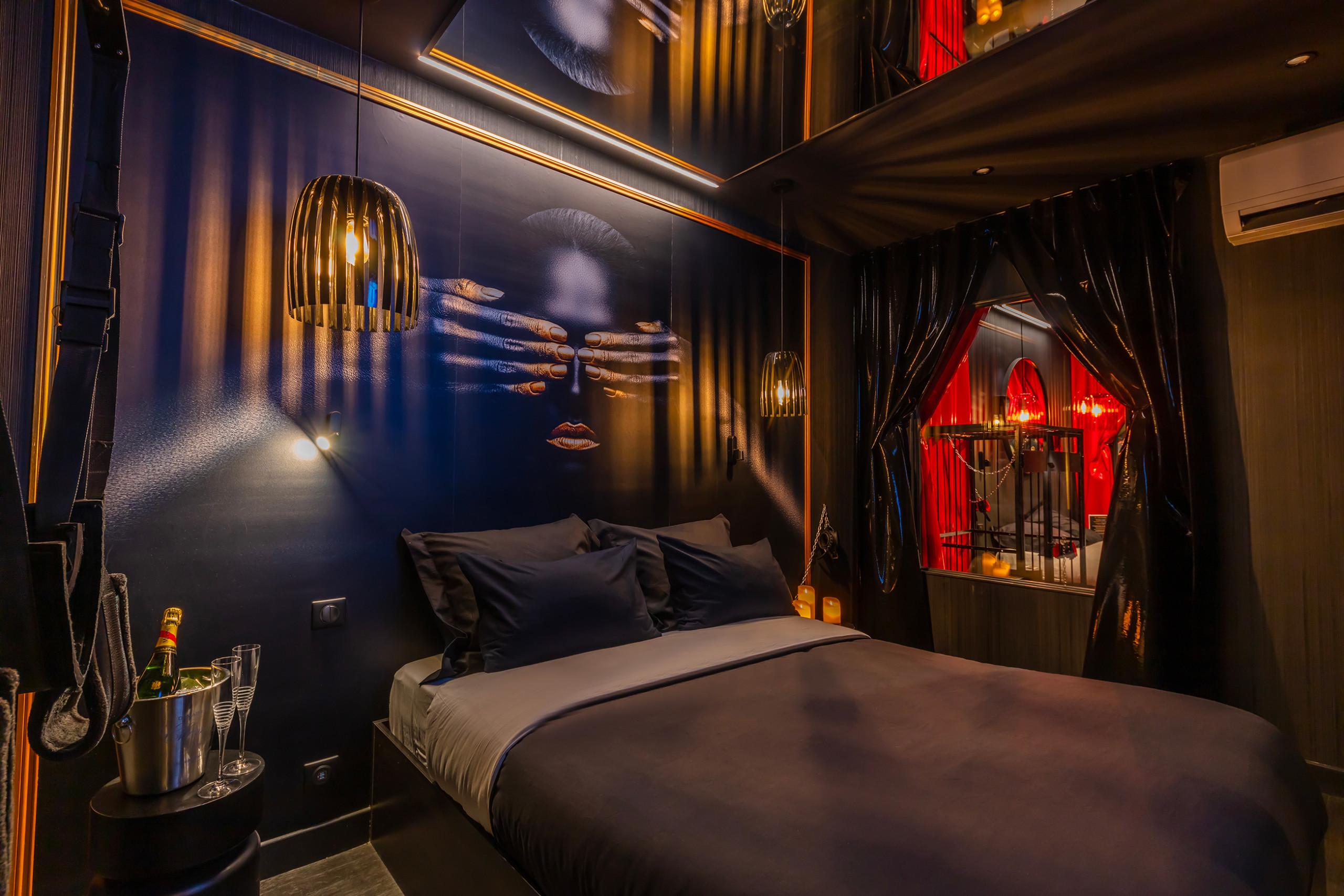 Bienvenue au Love Hotel à Paris