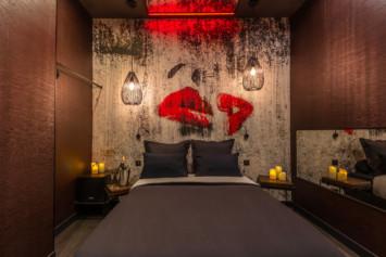 chambre lipstick lovehotelaparis