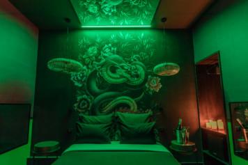 chambre tentation dragon lovehotelaparis